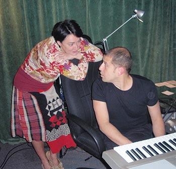 """Вчера на студии. Лолита и Лопатин занимались музыкально-электронным """"Фетишем""""."""